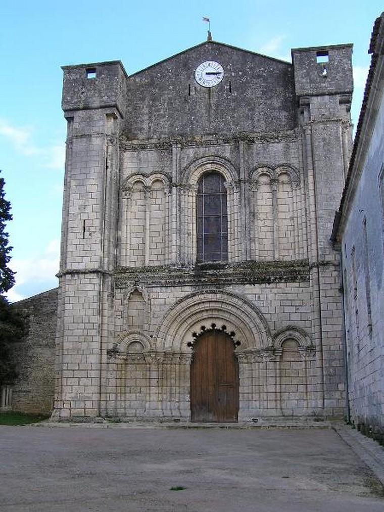 Architecture religieuse et militaire : Eglises fortifiées 000_0402