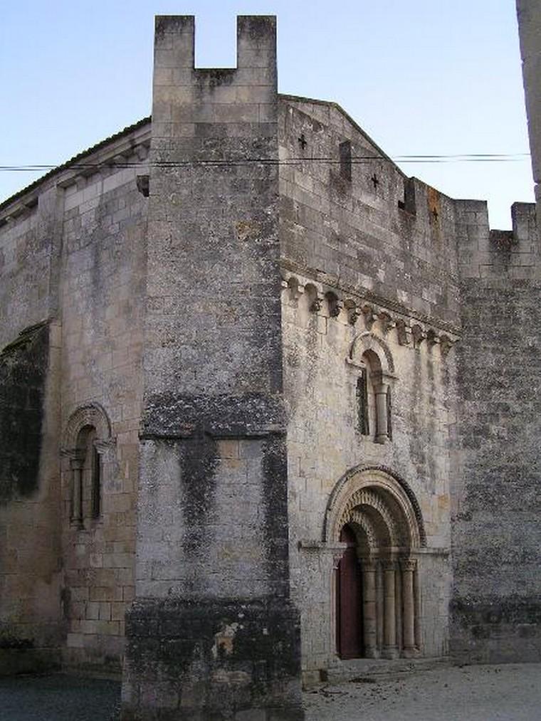 Architecture religieuse et militaire : Eglises fortifiées 000_0404