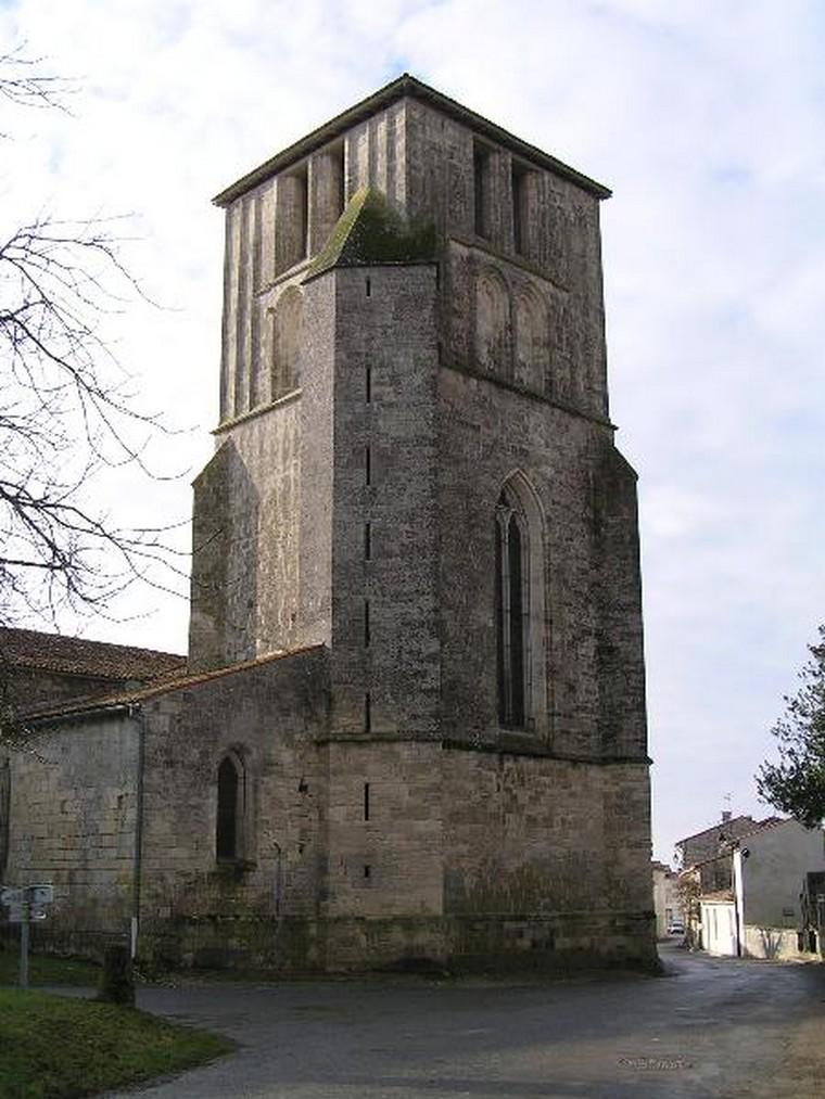 Architecture religieuse et militaire : Eglises fortifiées 000_0556