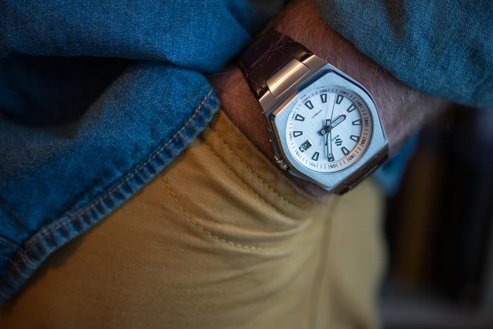 Enfin une vraie montre sur Kickstarter...  [Seals] Model-12