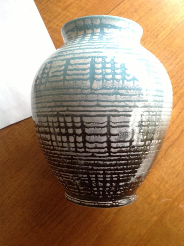 unmarked blue black and white vase 2015-068