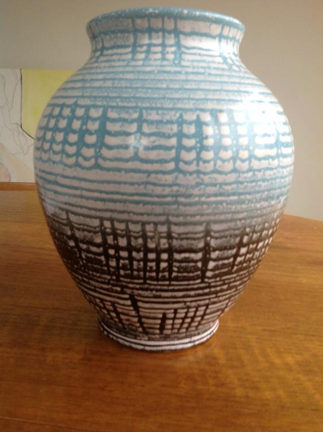 unmarked blue black and white vase 2015-069