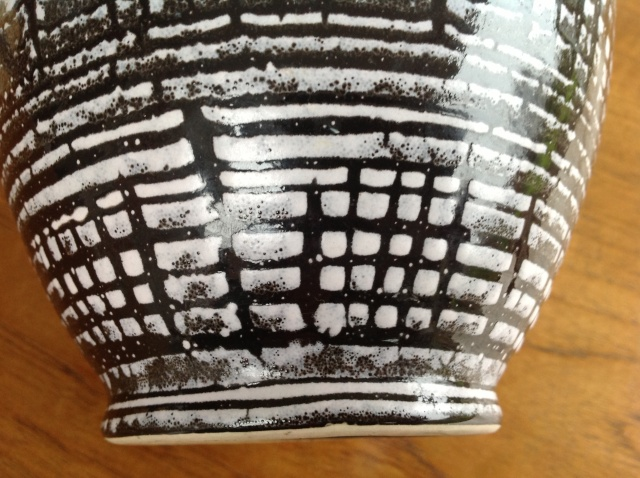 unmarked blue black and white vase 2015-070