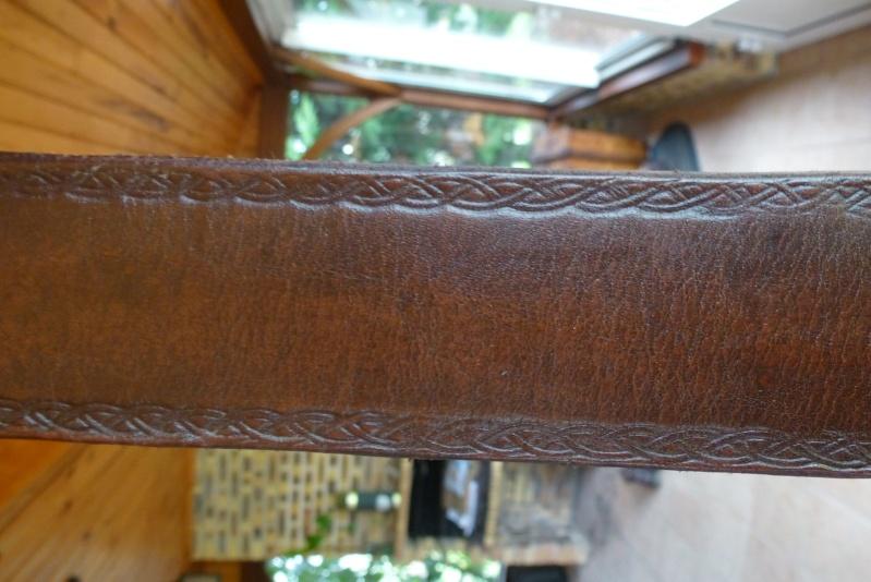Quelques trucs en cuirs P1060111