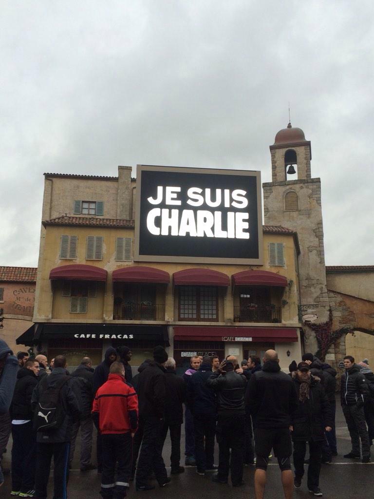 Minute de silence dans les parcs et en coulisses, en hommage aux victimes de l'attentat chez Charlie Hebdo (8 janvier 2015) Img_2814