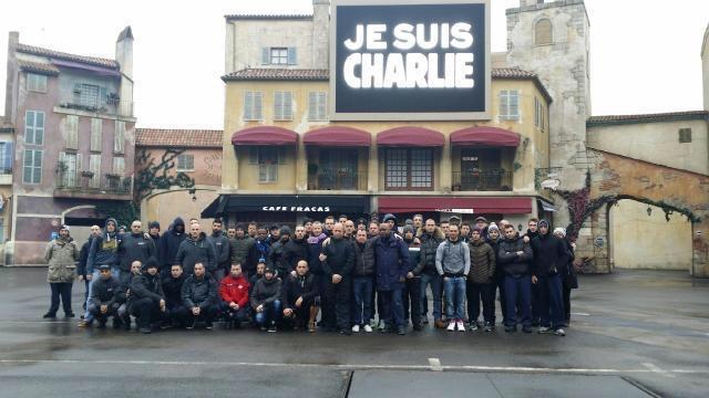 Minute de silence dans les parcs et en coulisses, en hommage aux victimes de l'attentat chez Charlie Hebdo (8 janvier 2015) Img_2815