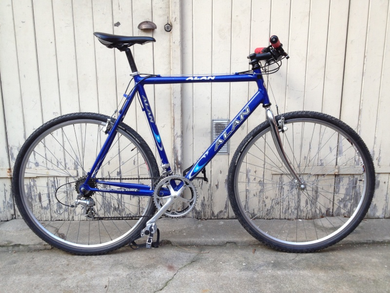 Un cyclo-cross Alan alu en vélotaf... Oui, bon... Il n'est pas vintage ! Img_6215