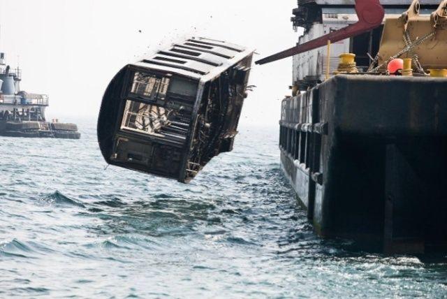 Jeter des rames de métro dans l'océan pour protéger l'environnement Image_44