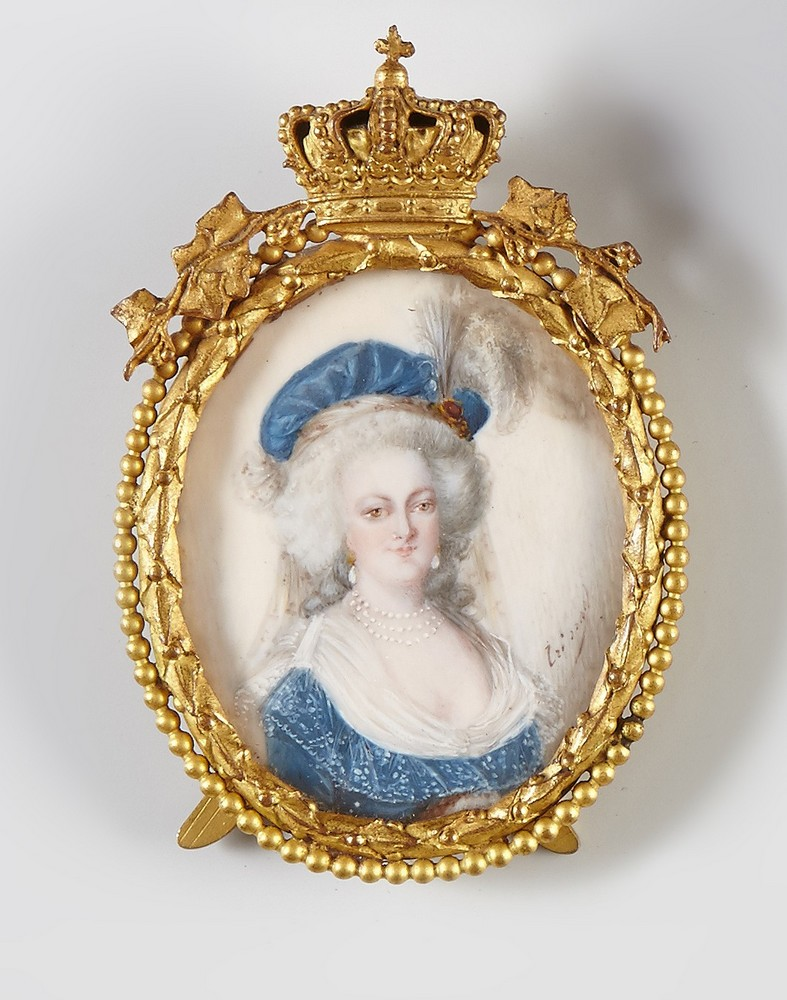 Marie-Antoinette au livre en robe bleue - Page 2 14255610