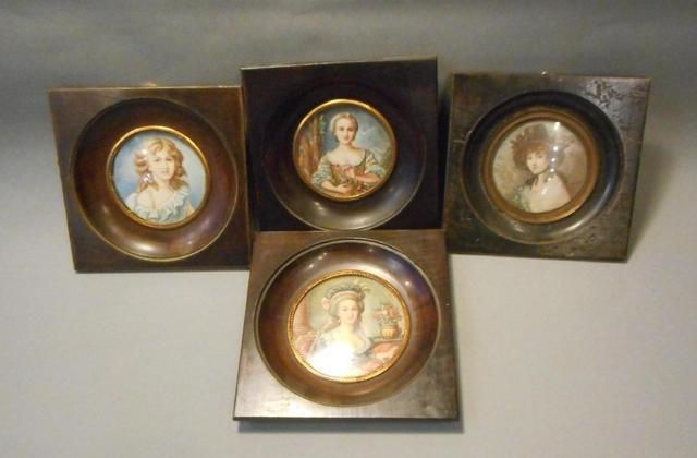 A vendre: miniatures de Marie Antoinette et de ses proches - Page 5 2acdef10