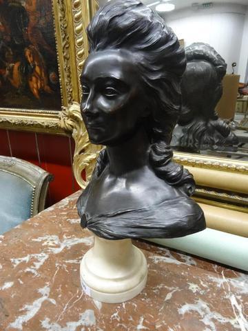 A vendre: bustes de Marie Antoinette? - Page 2 5d25d010