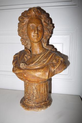A vendre: bustes de Marie Antoinette? - Page 2 72843a10