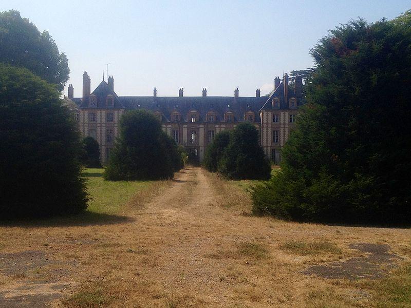 Le château d`Abondant, résidence des Tourzel 800px-13
