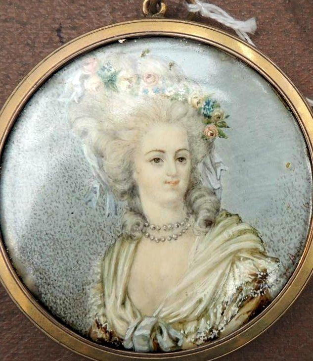 A vendre: miniatures de Marie Antoinette et de ses proches - Page 5 Sans_t39