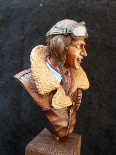 buste Flight Lieutenant James Brindley NICOLSON  P1040715