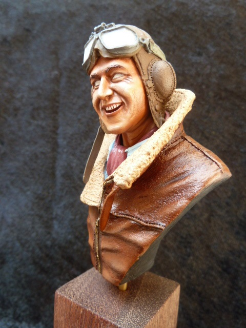 buste Flight Lieutenant James Brindley NICOLSON  P1040716