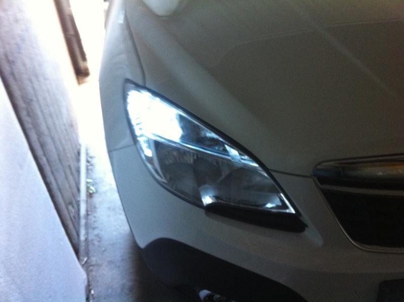 Montage ampoules LED 21/5 W feux de jour Opel Mokka Img_0510