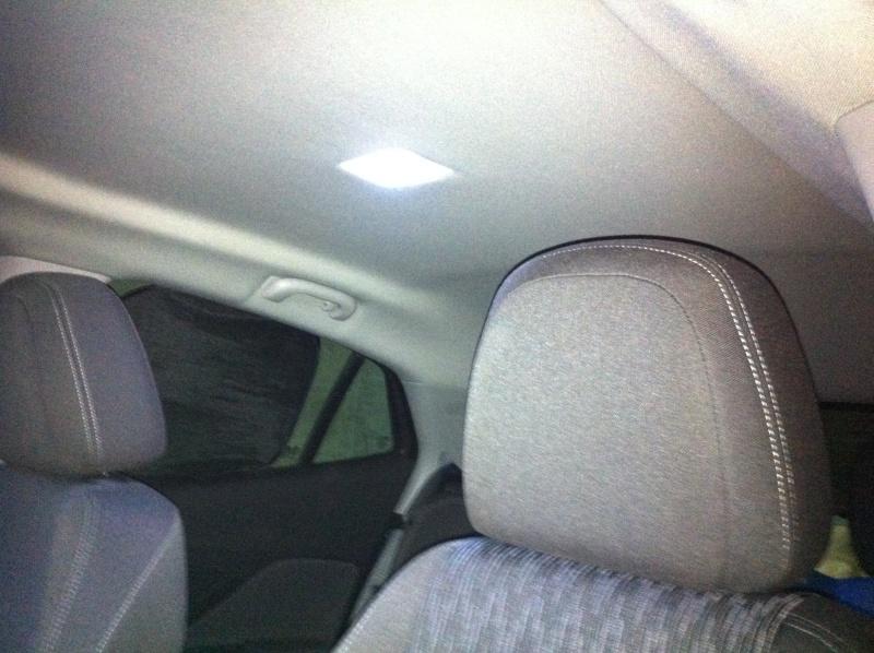 Montage ampoules LED 5W plafonnier et plaque d'immatriculation Opel Mokka Img_0512