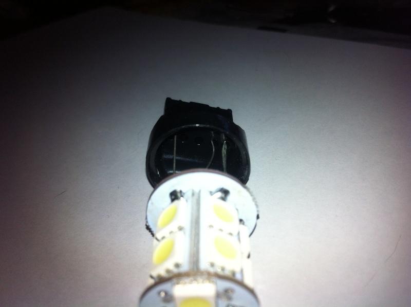 Montage ampoules LED 21/5 W feux de jour Opel Mokka Img_0613