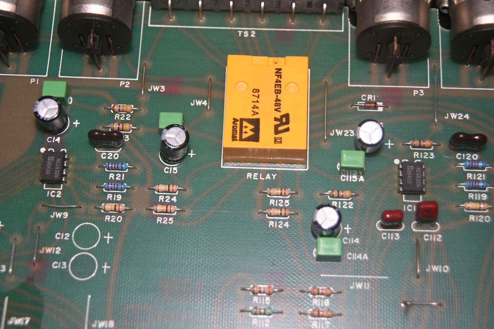 Filtre actif JBL/UREI 5235 5235_e13