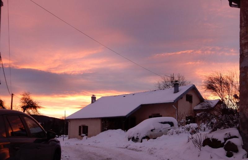 Arc-en-ciel au lever du soleil. Avant la pluie... Dscn0211