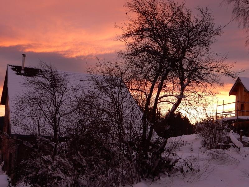 Arc-en-ciel au lever du soleil. Avant la pluie... Dscn0212