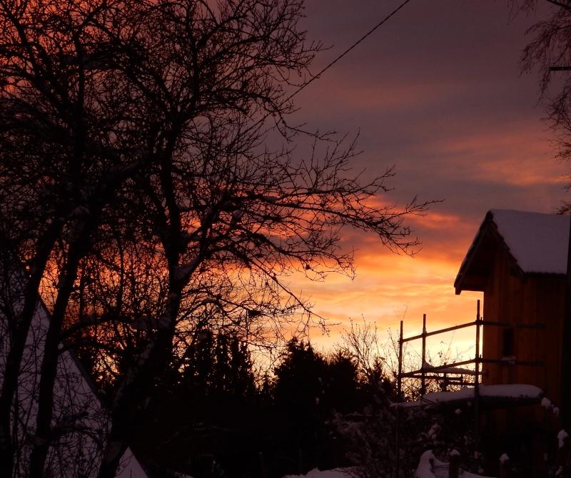Arc-en-ciel au lever du soleil. Avant la pluie... Dscn0213