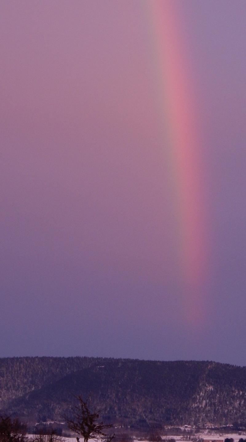Arc-en-ciel au lever du soleil. Avant la pluie... Dscn0217