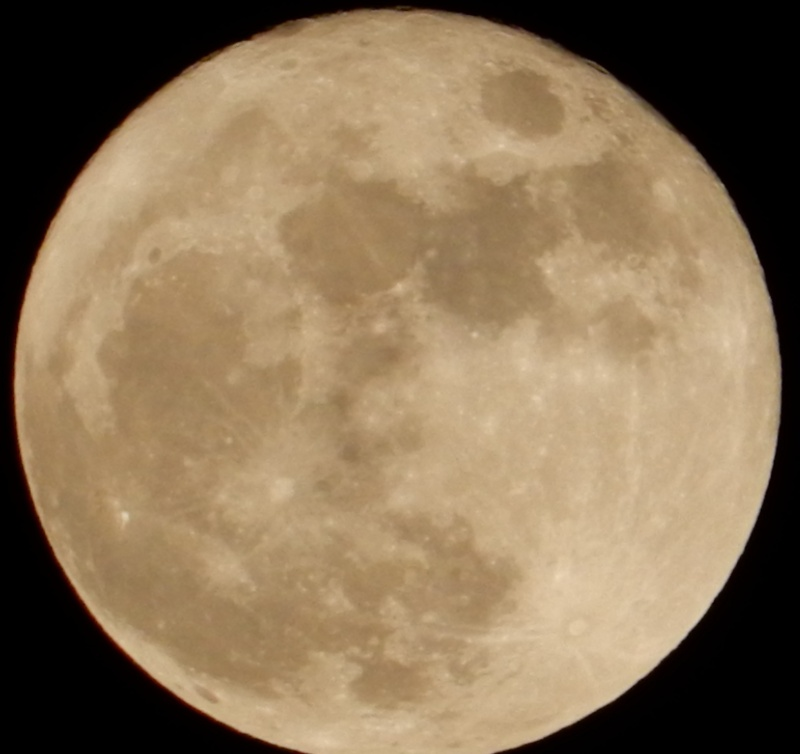 Pleine lune (ou presque, décroissante d'une 1/2 journée) Dscn0310