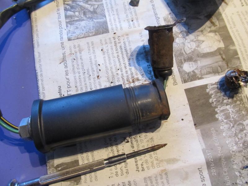 Clignotant soudé par la rouille sur Zéphyr 750 Cligno13
