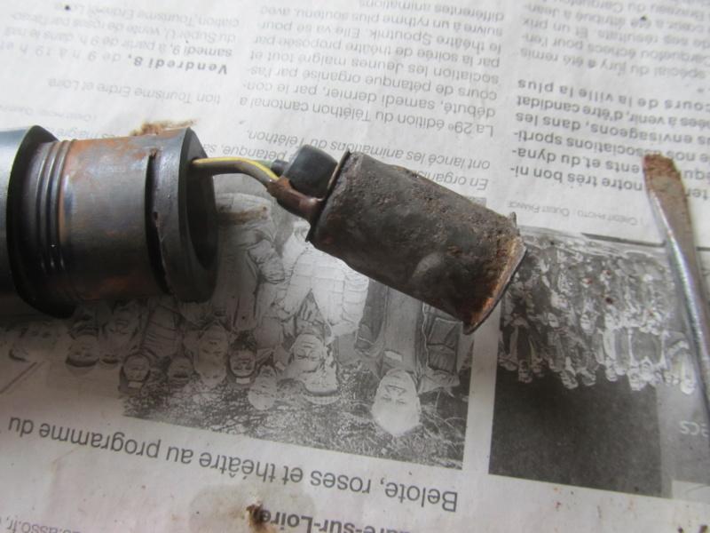 Clignotant soudé par la rouille sur Zéphyr 750 Cligno19