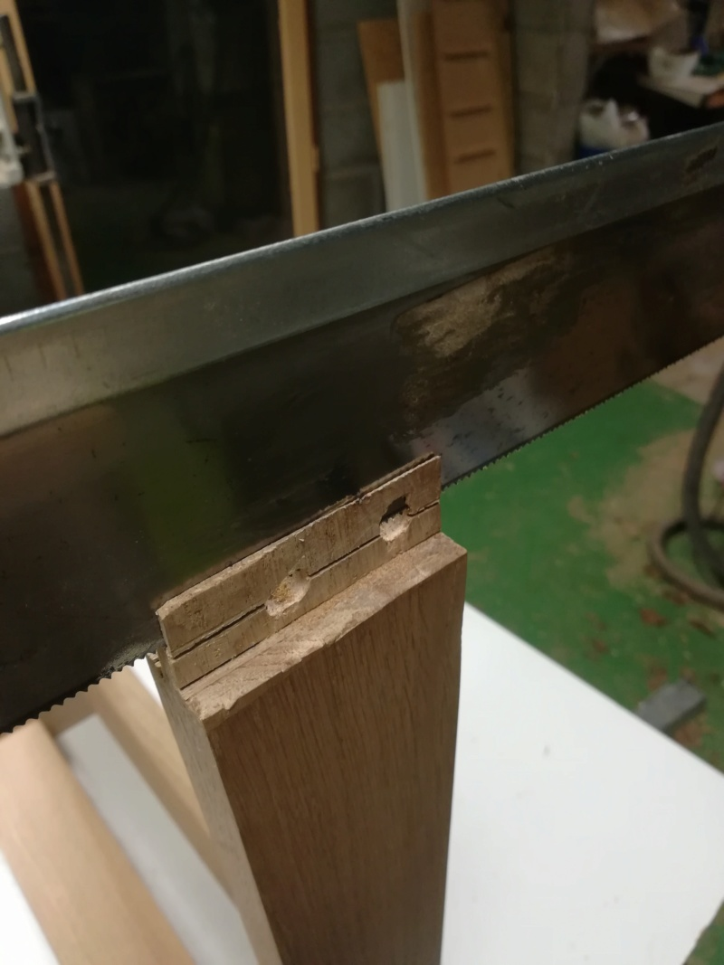 Réparation d'une chaise (attention images pouvant heurter les professionnels sensibles!) Img_2123
