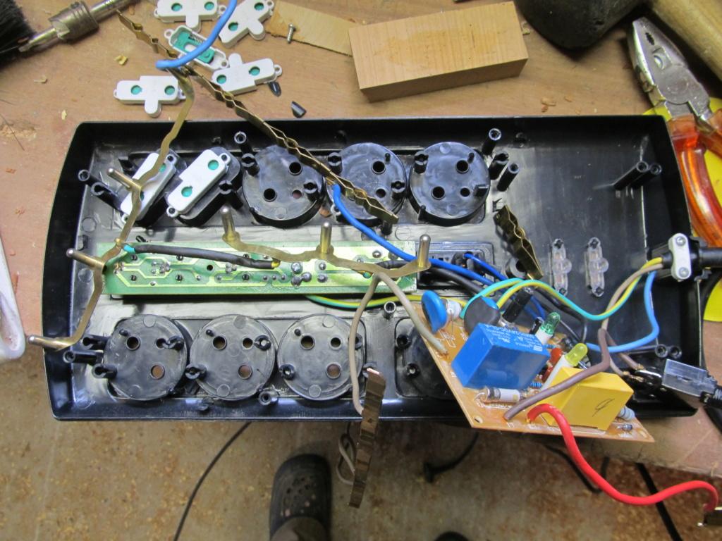 Besoin d'aide en électricité - un circuit maitre/esclave en panne [Résolu] Prise_11