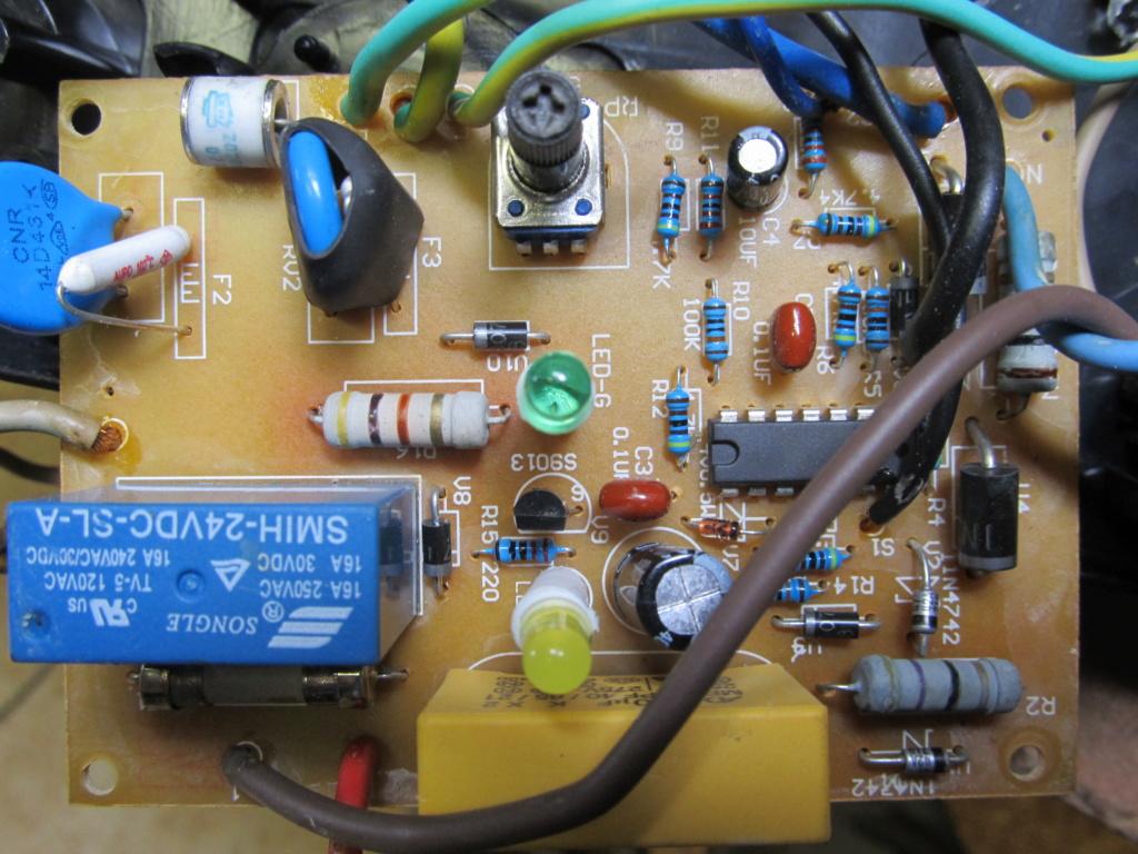 Besoin d'aide en électricité - un circuit maitre/esclave en panne [Résolu] Prise_12