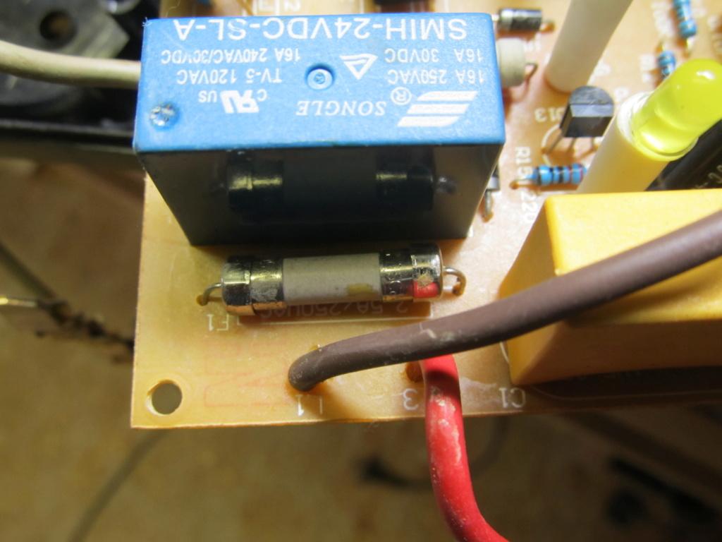Besoin d'aide en électricité - un circuit maitre/esclave en panne [Résolu] Prise_13