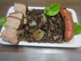 Lentilles aux saucisses fumées et poitrine de porc. 10435910