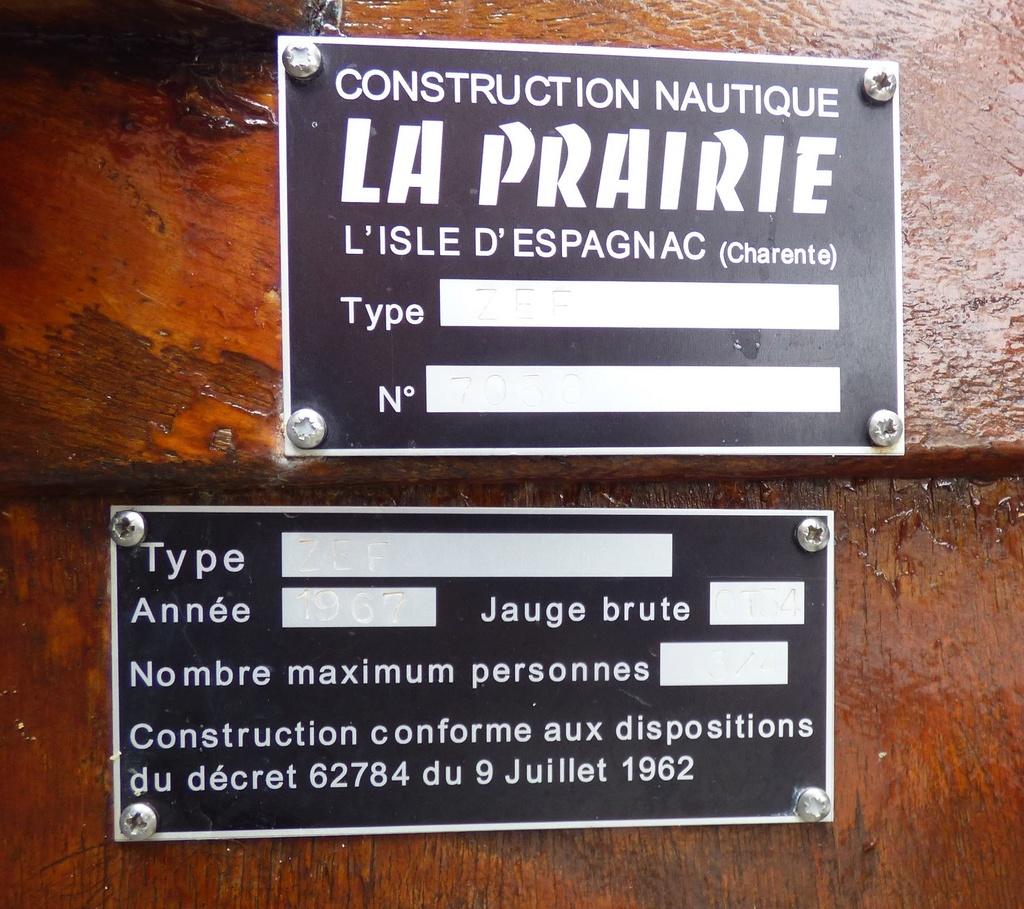 plaque d'identification P1040312