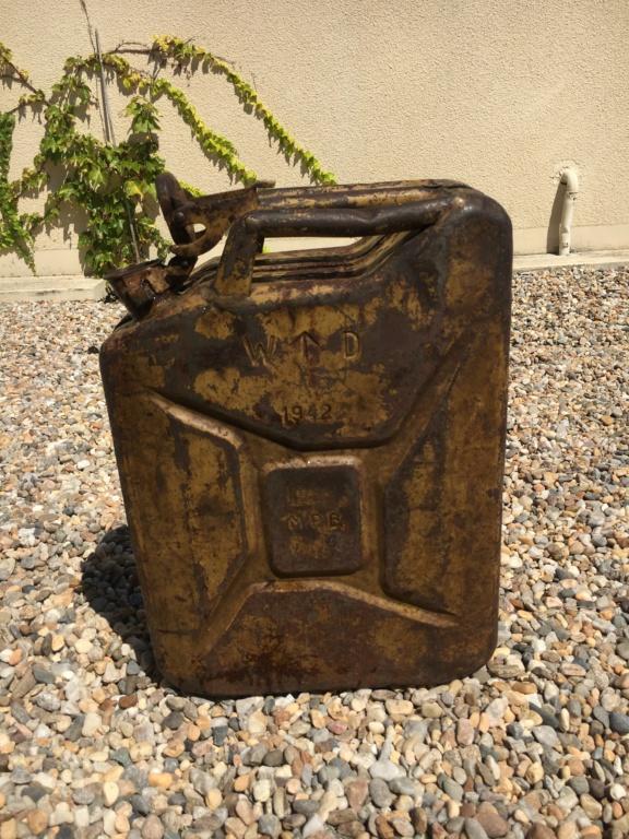Jerrican anglais 1942 sable + affiche art des poilus 1916 351af410