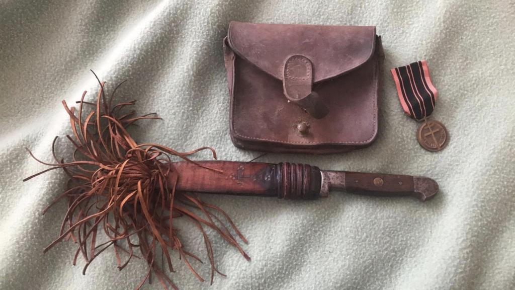 Cartouchière, médaille et couteau 3bcc0110
