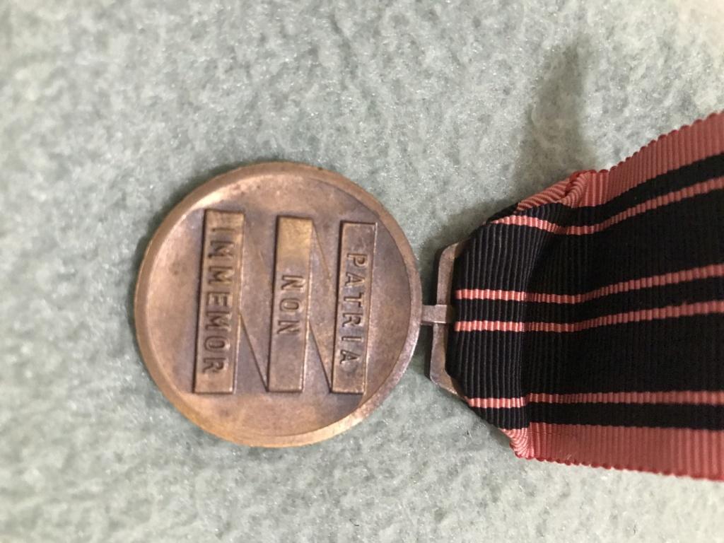 Cartouchière, médaille et couteau B13ce910