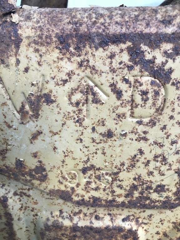 Jerrican anglais 1942 sable + affiche art des poilus 1916 Cb4ef410