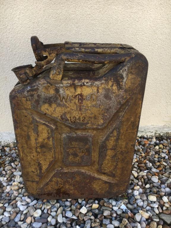 Jerrican anglais 1942 sable + affiche art des poilus 1916 E79c3710