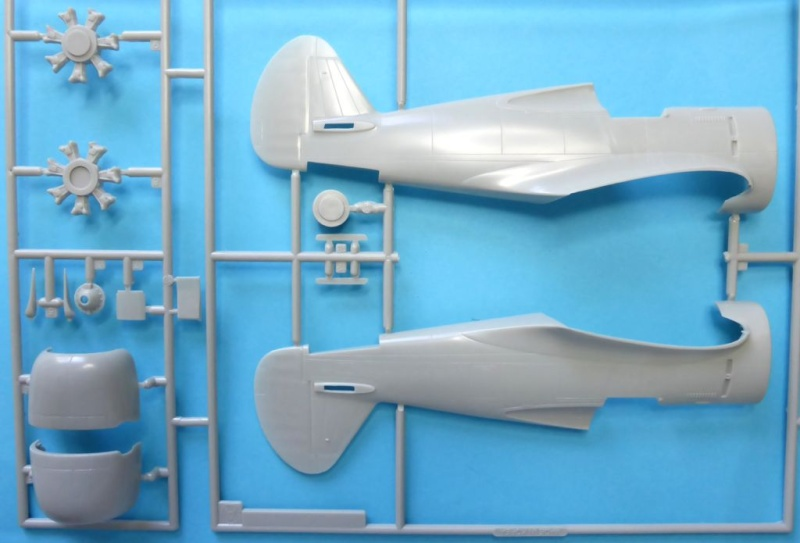 ACADEMY  CURTISS P-36A HAWK 1/48  montage pas à pas  05-1_m11