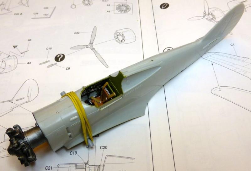 ACADEMY  CURTISS P-36A HAWK 1/48  montage pas à pas  09-1_p10