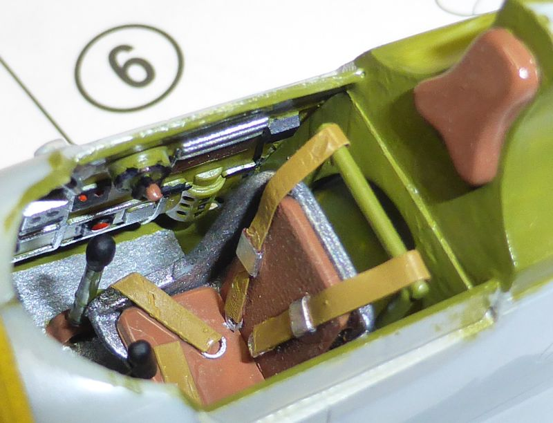 ACADEMY  CURTISS P-36A HAWK 1/48  montage pas à pas  09-3_p10