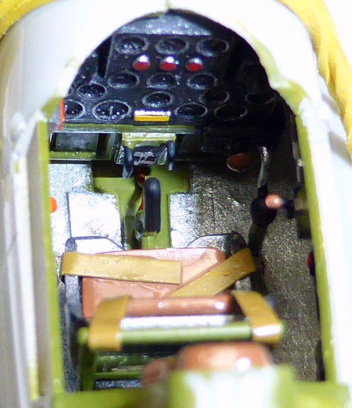 ACADEMY  CURTISS P-36A HAWK 1/48  montage pas à pas  09-6_p10