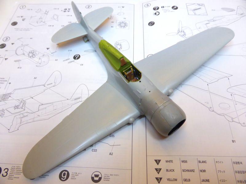 ACADEMY  CURTISS P-36A HAWK 1/48  montage pas à pas  11-1_m10