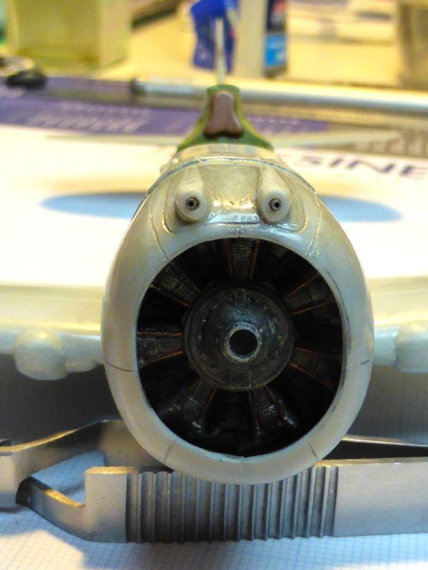 ACADEMY  CURTISS P-36A HAWK 1/48  montage pas à pas  - Page 2 13-2_c10