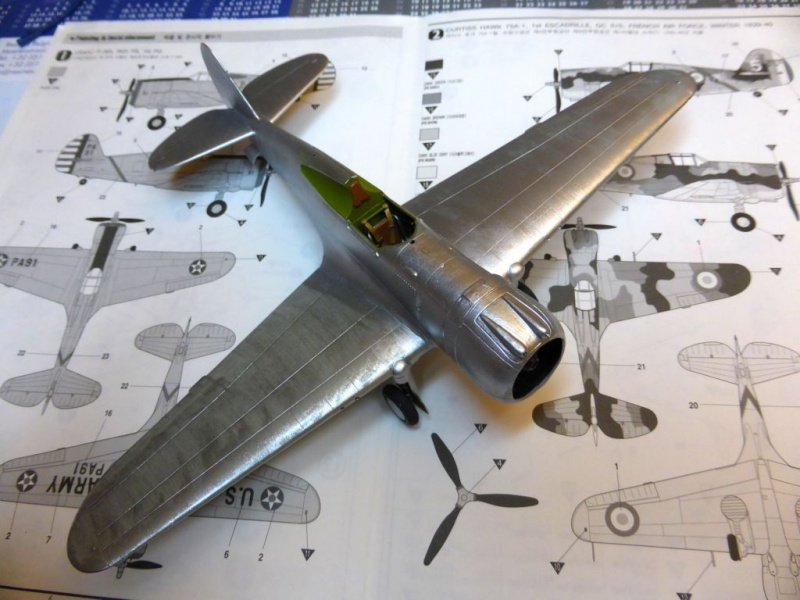 ACADEMY  CURTISS P-36A HAWK 1/48  montage pas à pas  - Page 2 14-1_b10