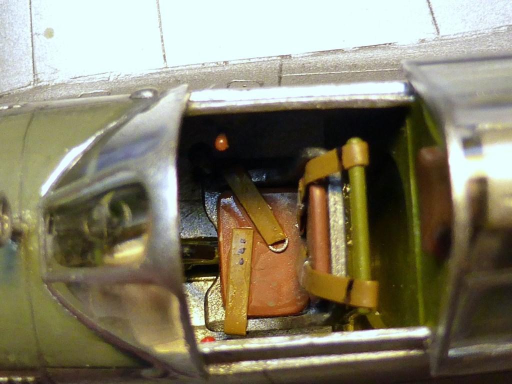ACADEMY  CURTISS P-36A HAWK 1/48  montage pas à pas  - Page 2 2014-176